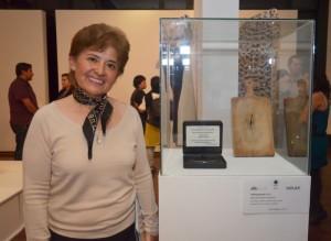 Carmen Tello junto a su homenaje