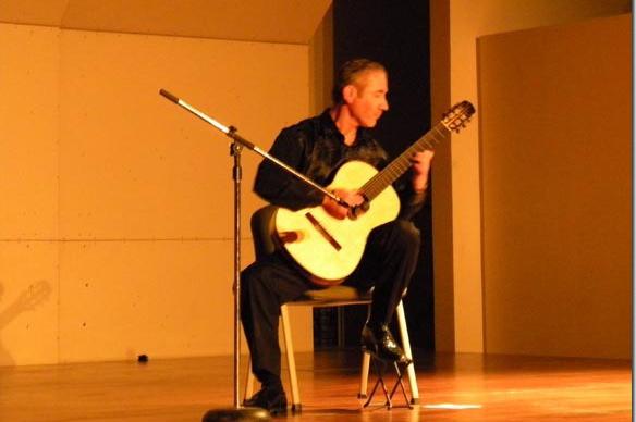 Laurent Boutros, guitarrista francés se presenta con éxito en la Capilla del Arte UDLAP