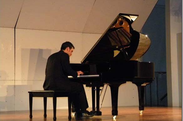 Abraham Morales, pianista poblano se presentó con éxito en la Capilla del Arte UDLAP