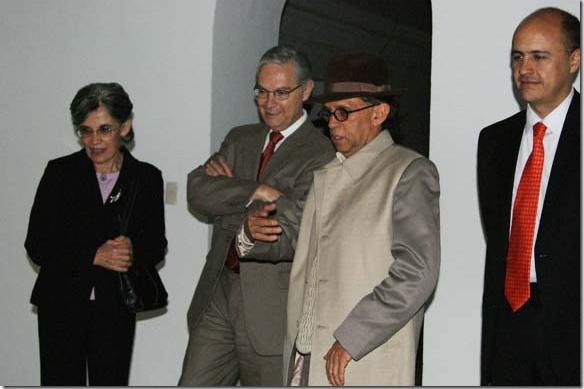 González Angulo inaugura exposición en la Casa del Caballero Águila de la UDLAP