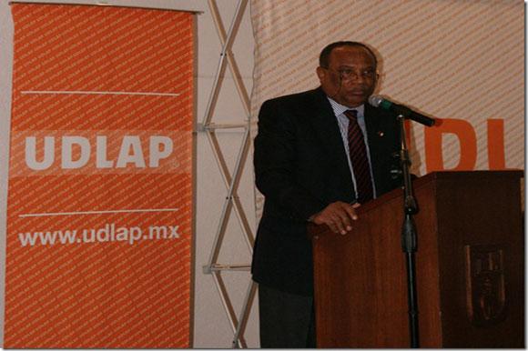 Recibe UDLAP al Embajador de Angola en México