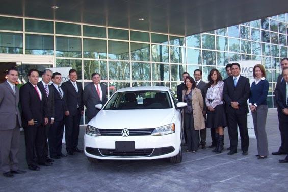 """UDLAP recibe premio """"Inversión Sobre Ruedas"""" de Volkswagen Bank"""