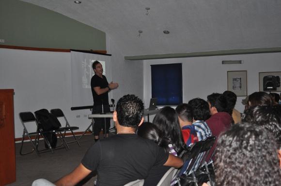 Michel Rojkind se reúne con estudiantes de Arquitectura de la UDLAP