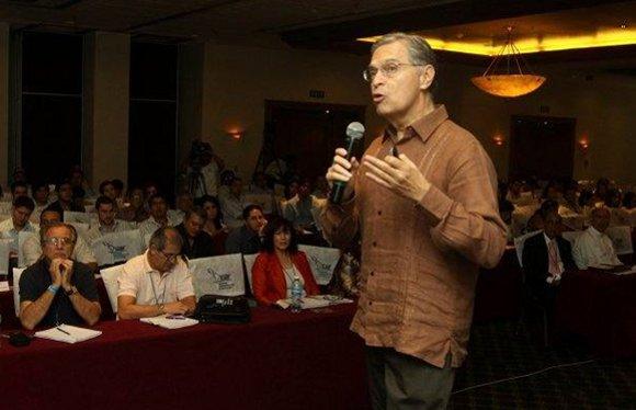 El Dr. Luis Ernesto Derbez Bautista, participó en el XXIV Congreso Internacional de Estrategia SLADE.