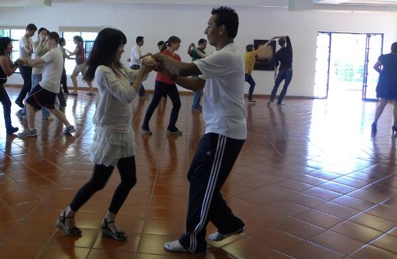 """""""Ven a Bailar Salsa"""" Actividades Culturales UDLAP"""