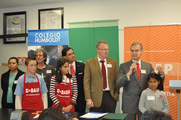 """UDLAP, BASF y el Colegio Humboldt implementan en Puebla el """"Kids Love Chemistry"""""""