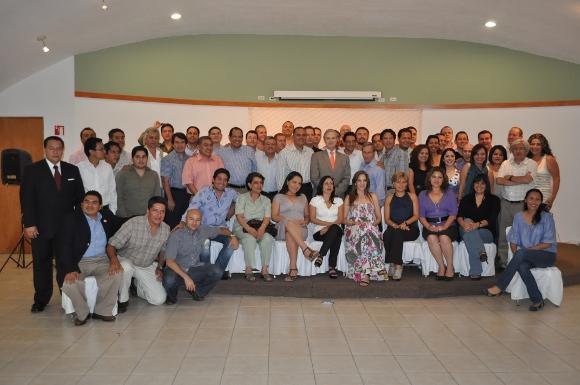 Egresados de Economía de la UDLAP se reúnen para compartir experiencias