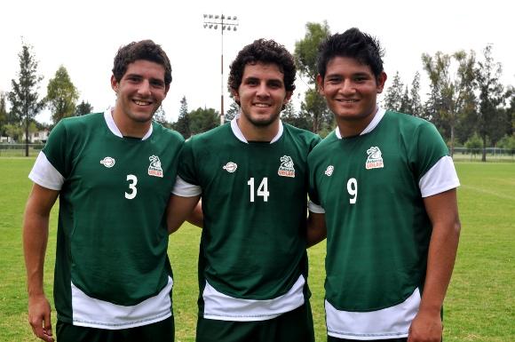 Delanteros Aztecas Henry Ordaz, Elías Hernández y Guillermo Schiavon