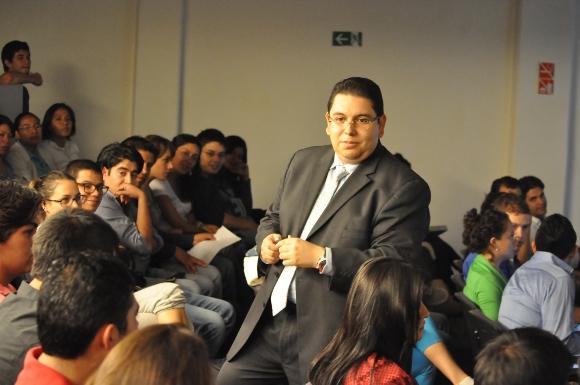 En México 1 de cada 10 estudiantes en Derecho ejerce su profesión