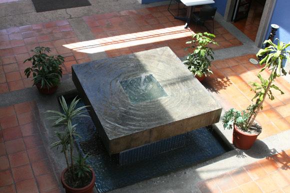 Las fuentes de la udlap for Fuentes de jardin modernas
