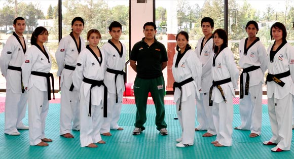 Taekwondoines Aztecas consiguen medallas en Campeonato Nacional