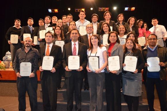 Entrega de diplomas a alumnos de UDLAP Consultores