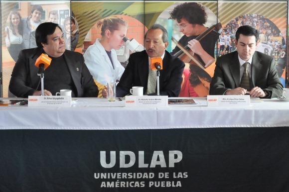 Escuela de Negocios y Economía de la UDLAP recibe acreditaciones por calidad académica