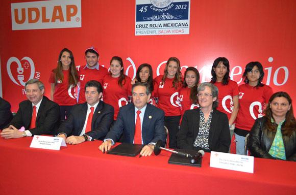 """Alumnos de la UDLAP presentan la campaña """"Ya póntelo"""" en la 45 Convención Anual de Cruz Roja Mexicana"""