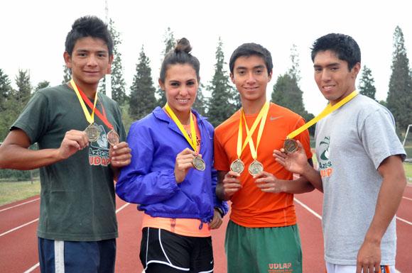 Una costumbre traer medallas: Atletas Aztecas