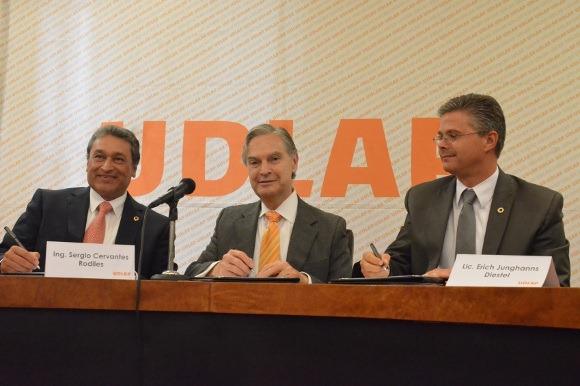 Se firma la beca Convenio UDLAP- CANACINTRA