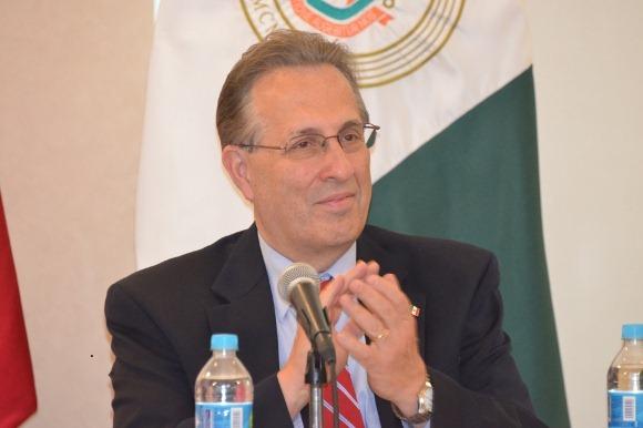 """Embajador de Estados Unidos en México presenta el proyecto """"La Fuerza de 100,000 en las Américas"""" en la UDLAP"""