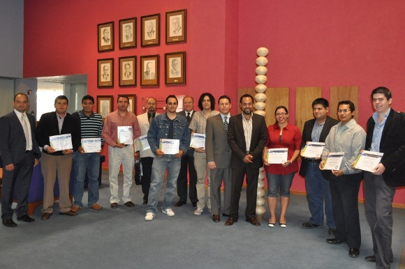 Estudiantes y académicos de la UDLAP reciben certificación de Extreme Networks