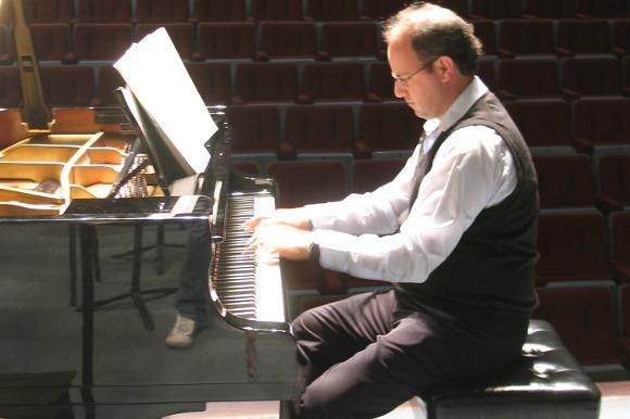 El pianista mexicano Mauricio Náder engalana los Miércoles Musicales de Capilla del Arte UDLAP