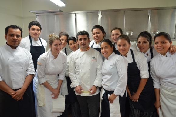 Chef especialista internacional imparte clase magistral a alumnos de la UDLAP
