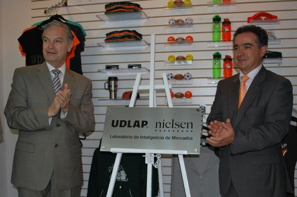 Firman convenio la Universidad de las Américas Puebla y Nielsen México