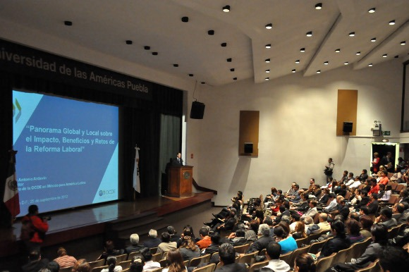 Reforma laboral transformará economía mexicana: Director del Centro de la OCDE