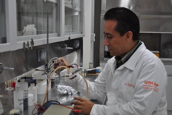Estudiantes de la UDLAP trabajan en proyectos de nanotecnología
