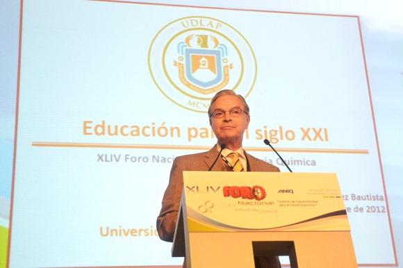 Rector de la UDLAP dicta ponencia en el XLIV Foro Nacional de la Industria Química