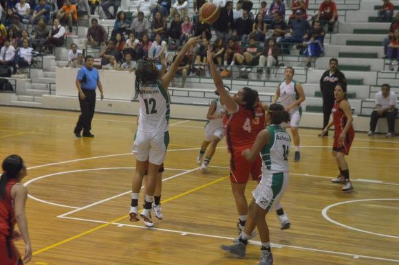 Aztecas de baloncesto con paso perfecto en CONADEIP