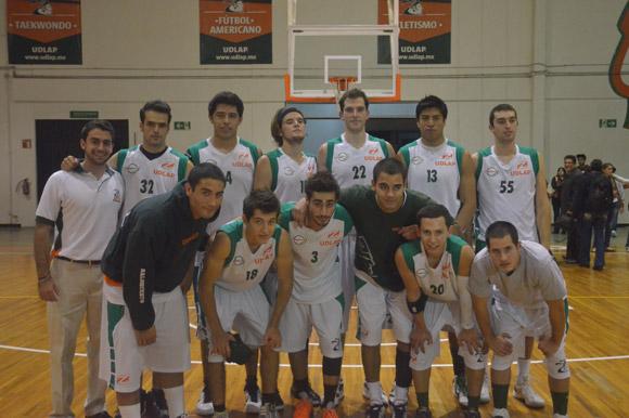 Aztecas ganan 88-82 a la UP México
