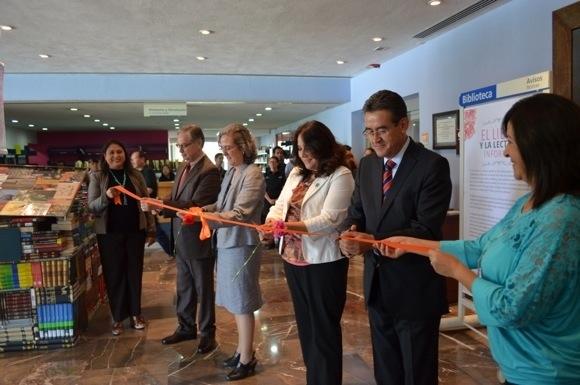 Celebra UDLAP Día Internacional del libro y el clavel