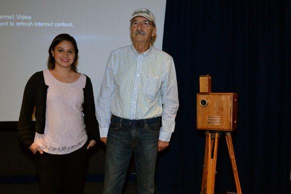 Director Felipe Cazals visita la UDLAP y obsequia cámara a alumnos de Comunicación
