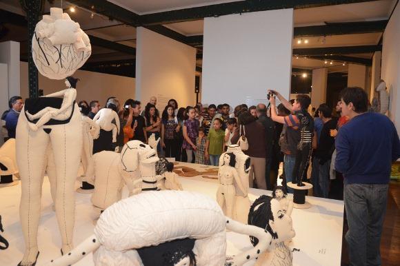 Concluye «Cuerpo Ausencia: hilvanando identidades» de la artista mexicana Miriam Medrez con gran éxito