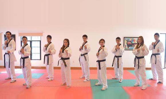 Superiores los Aztecas de la UDLAP de tae kwon do en el dual meet