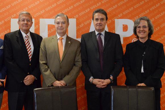 UDLAP y Clínica Ruiz signan convenio