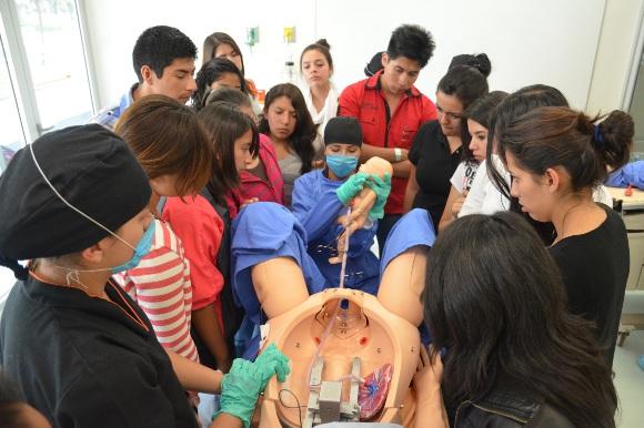 Estudiantes y padres de familia viven la experiencia de la Expo UDLAP Otoño 2013
