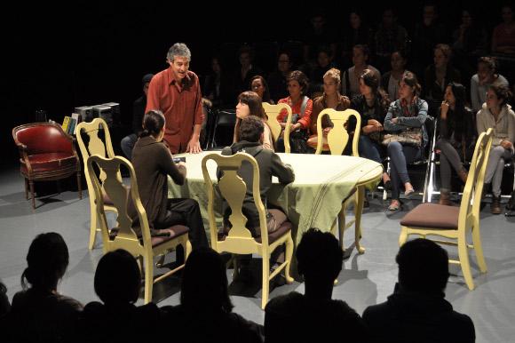Tribus emociona al público poblano del director Diego del Río durante el Festival Internacional de Teatro Héctor Azar