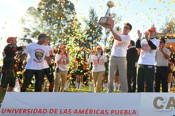 Aztecas UDLAP son recibidos por el cónsul de México en Indianápolis
