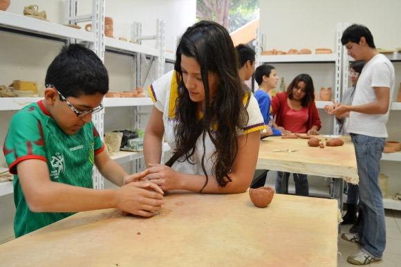 La UDLAP impartió clase de cerámica a niños autistas