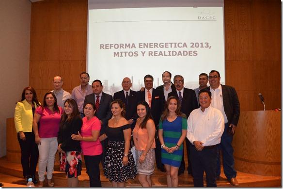 Egresado UDLAP dicta ponencia sobre el petróleo mexicano