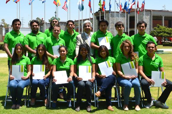 Estudiantes de la UDLAP reciben la beca Roberto Rocca