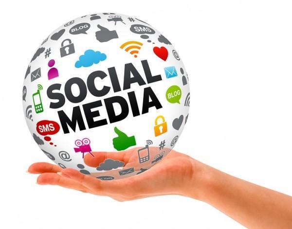 social-media-hand-600x471
