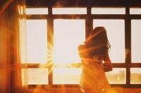 El Sol, la luz y la ventana
