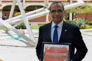 """Académico de la UDLAP recibe reconocimiento como """"Mejor Asesor de Capítulos Estudiantiles"""" IIE Región México"""