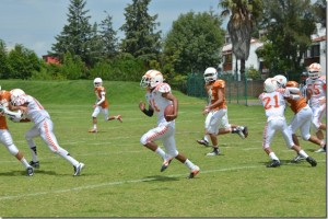 Aztecas UDLAP apalean a Knights 40-0 en la LINFA