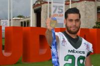 Ex Aztecas se bañan de bronce en el Mundial de Futbol Americano