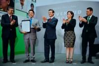 Estudiante de Nanotecnología de la UDLAP recibe Premio Nacional de la Juventud 2015