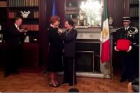 Egresada de la UDLAP recibe la condecoración Caballero de la Orden Nacional al Mérito