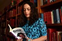 Egresada UDLAP analiza autobiografías de escritores latinoamericanos
