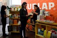 Adolescentes aprenden de impresión antigua con la Editorial UDLAP
